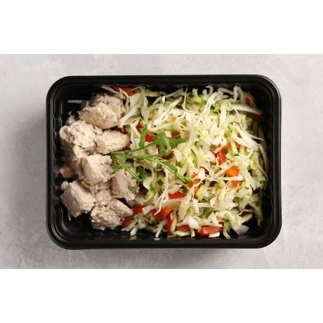 Салат из свежих овощей. Куриное филе в ореховом соусе