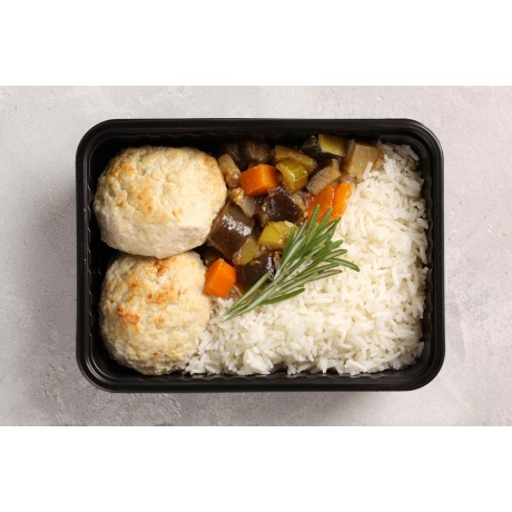 Котлеты куриные с кабачками и сливками. Рис. Овощное соте