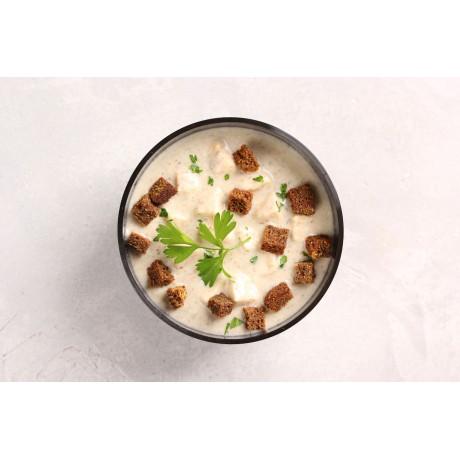 Крем-суп с лесными грибами и куриным филе. Гренки